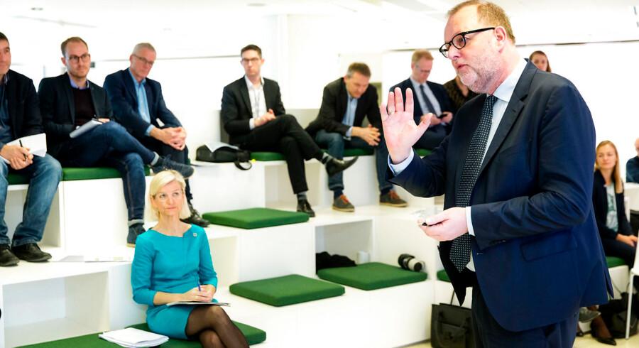 Energi-, forsynings- og klimaminister Lars Chr. Lilleholt (V) og udviklingsminister Ulla Tørnæs (V) præsenterer i dag regeringens eksportstrategi på et pressemøde. Regeringen har lagt op til en grøn eksportstrategi i regeringens finanslov. 22. marts 2017.. (Foto: Jens Astrup/Scanpix 2017)