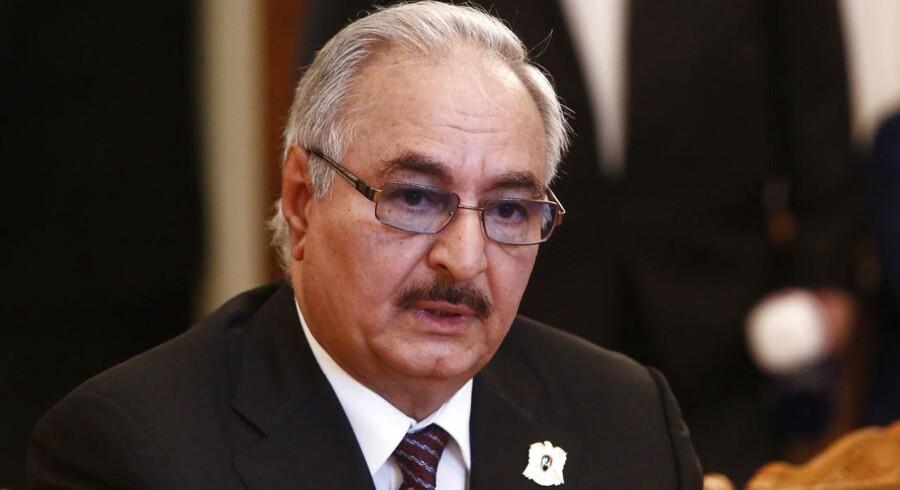 General Khalifa Haftar vil løse Europas flygtningesituation. Men det koster.