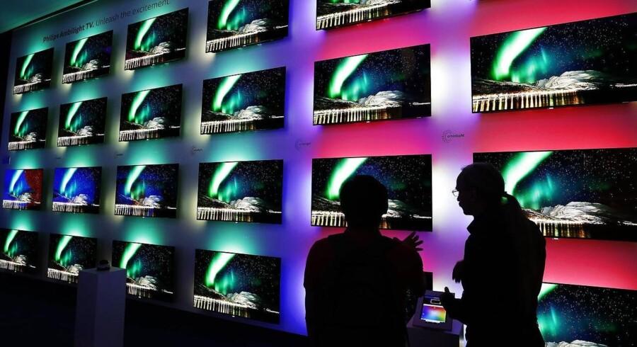 På Europas største forbrugerelektronikmesse, IFA, i Berlin er der fladskærms-TV alle vegne. Salget i Danmark er i år også gået godt men er alligevel ikke stort nok til at kunne slå sidste års rekord. Foto: Felipe Trueba, EPA/Scanpix