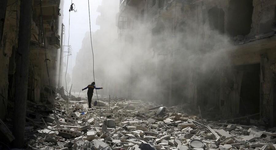 USA truer Rusland med at afbryde samarbejde, hvis ikke Rusland øjeblikkeligt stopper flyangreb på Aleppo i Syrien.