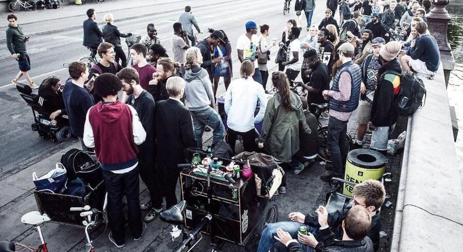 Der er noget særlig dansk over at nyde en medbragt sixpack på offentlige pladser.