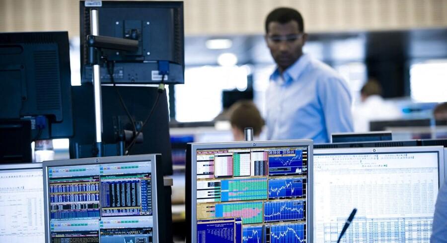 Regeringen vil have flere danskere til at investere i aktier.