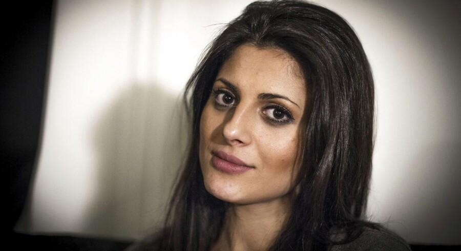 Den 26-årige Maryam Jassem (billedet) har til Aftonbladet fortalt, hvordan hun ét år efter i 2011 at have mødt sin i dag 37-årige mand og fået en datter måtte søge beskyttelse fra sin voldelige mand.