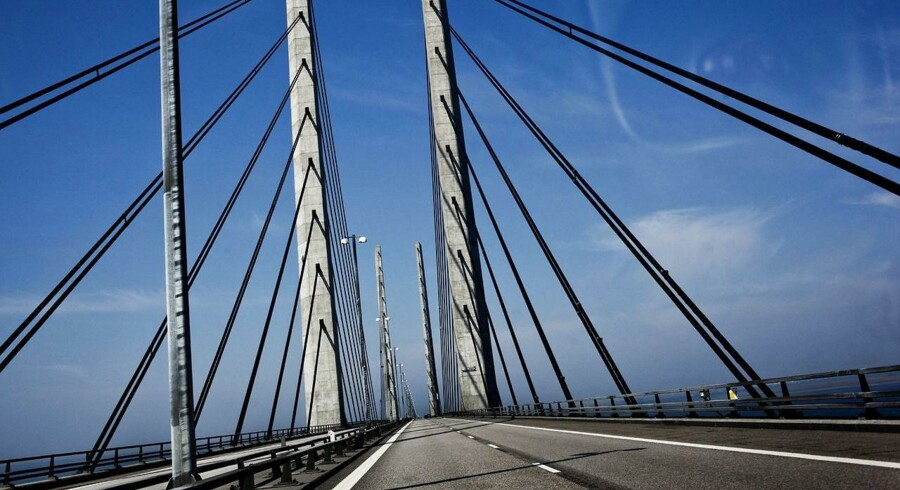 Der er i øjeblikket ingen tidshorisont for genåbning af Øresundsbroen, som er lukket onsdag morgen..