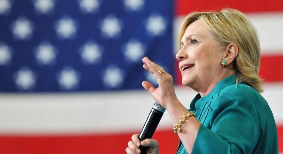 Arkivfoto: Størstedelen af ægteparret Clintons indtægter kom fra talehonorarer. Men en betydelig indtægt kom også fra Hillary Clintons bogkontrakt, viser de tal, som netop er blevet lagt frem af Clintons kampagnestab.