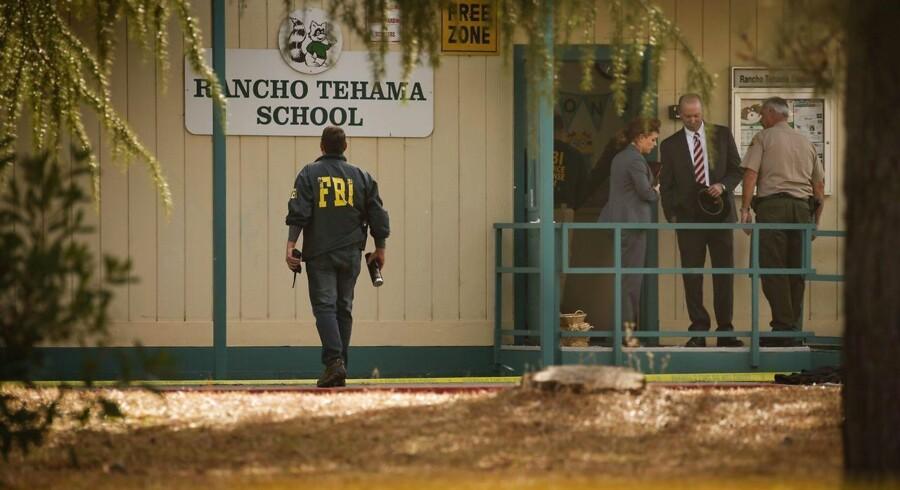 En kendt hustrumisbruger, Kevin Neal, dræbte mandag sin kone, og derefter forsøgte han at begå et skoleskyderi her på Rancho Tehema-skolen i det nordlige Californien. Men skolen låste dørene, og han gik videre og dræbte i stedet fire andre i byen og derefter sig selv.