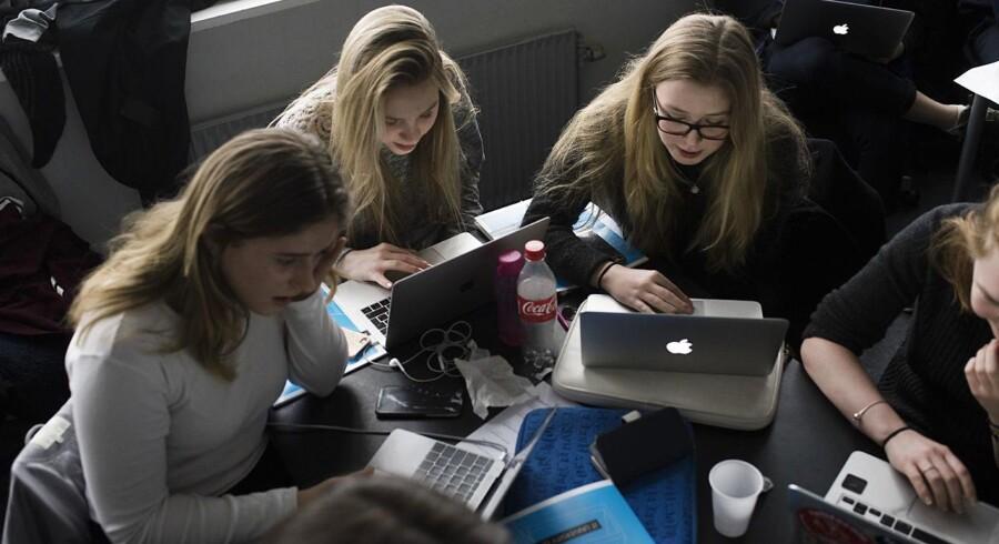 Gymnasieelever fra 2.t på Rysensteen Gymnasium lærer at beskytte deres privatliv på internettet og sociale medier. Underviserne er studerende fra IT-Universitetet.