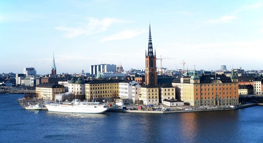 »Vi skønner således, at den svenske krone skal styrkes med omkring 5 pct. over for den danske krone over det kommende år. Det vil øge Danmarks konkurrenceevne på det svenske marked yderligere«, pointerer Helge Pedersen.