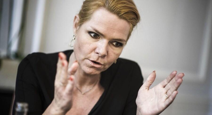 Men det allervigtigste er altså, at vi gør op med en berøringsangst for at komme til at træde de mennesker, der kommer til Danmark over tæerne ved at stille nogle krav og sige, at vi forventer, at du kommer til at forsørge dig selv,« siger Inger Støjberg om den ændrede vurdering af flygtninge, der gør flere jobparate.