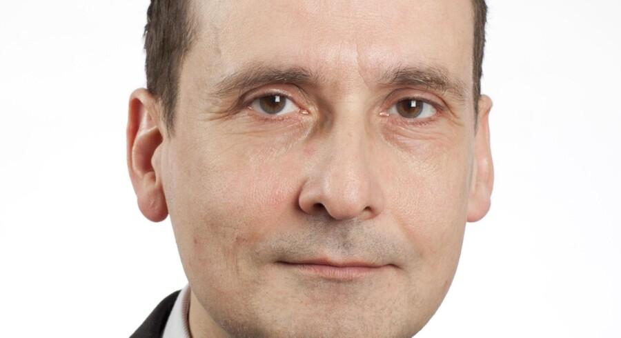 Uffe Gardel, journalist og tidligere medlem af Dansk Journalistforbunds hovedbestyrelse og forretningsudvalg, mener, Politikens beslutning om at offentliggøre hele den omdiskuterede bog »Syv år for PET« skader medierne.