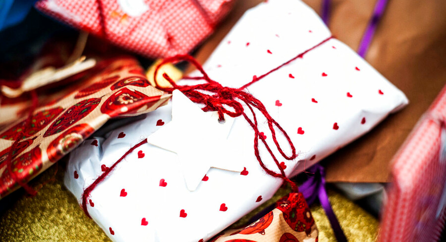 (ARKIV) Julegaver 23 december 2014.De fleste mennesker er vant til at få gaver, men når vi selv skal købe dem, glemmer vi ofte, hvordan modtagerne tænker. Skriver Ritzau den 06. december 2017 . (Foto: Sophia Juliane Lydolph/Scanpix 2017)