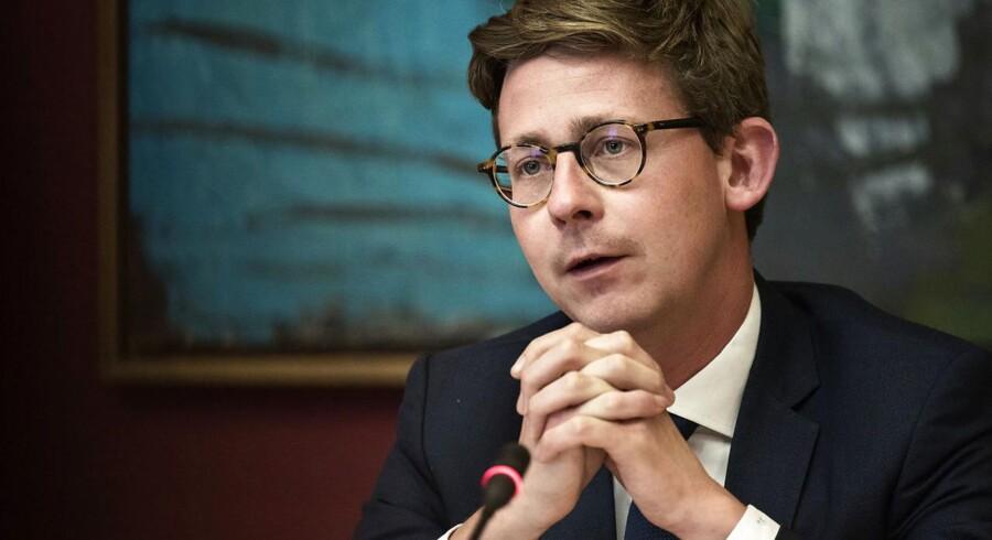 (ARKIV) Skatteminister Karsten Lauritzen (V) er ikke længere en del af regeringens magtfulde økonomiudvalg. Det oplyser regeringen på Twitter onsdag (Foto: Ida Guldbæk Arentsen/Scanpix 2017).