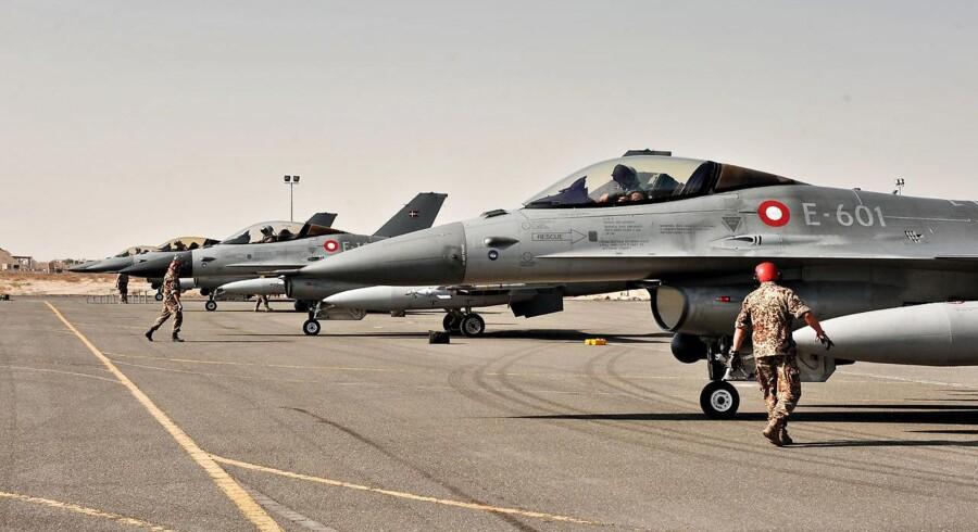 De danske F16 fly(billedet) er ved at nærme sig udløbsdatoen. Derfor vil Folketinget købe nye fly, men hvordan de skal finansieres, er der stor usikkerhed omkring.