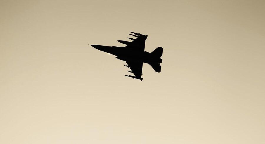 Arkivfoto. Tyrkiske kampfly har bombet flere områder i det nordlige Syrien og ødelagt 81 mål, oplyser hæren.