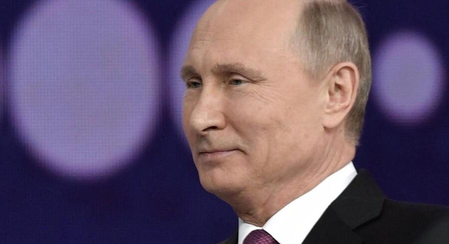 Den russiske præsident, Vladimir Putin, bekræfter, at han søger genvalg i 2018 til en ny seksårig præsidentperiode.