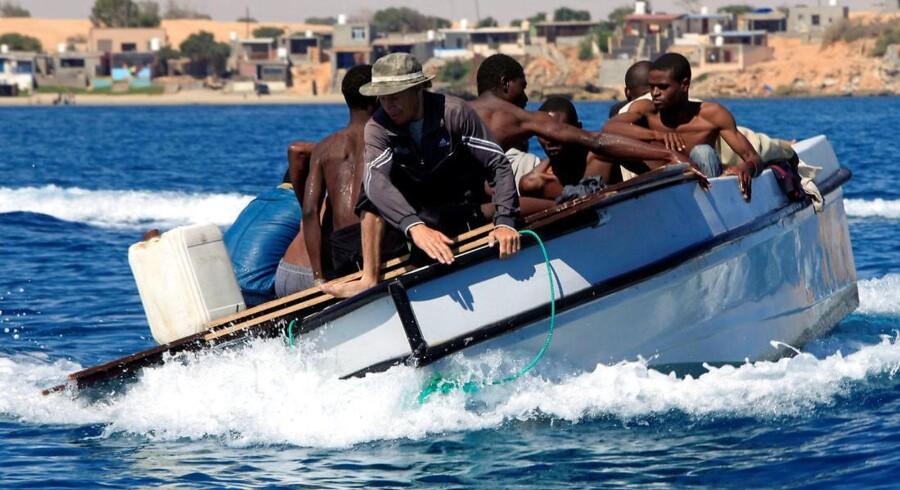 Migranter pågrebet af den libyske kystvagt ud for Gharaboli, øst for hovedstaden Tripoli, Libyen den 8. juli 2017 (Foto: ISMAIL ZITOUNY/Scanpix 2017)