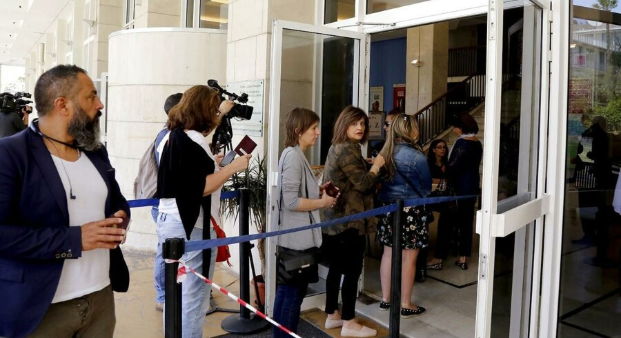 Iagttagere siger, at mange vælgere ikke har udvist nogen større interesse for valgkampen. EPA/NABIL MOUNZER