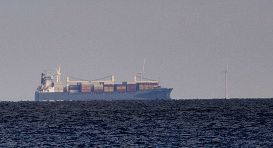 """Det kolde hav nordøst for Fyns Hoved har sat en stopper for et olieudslip fra det 179 meter lange containerskib """"Victoria""""."""