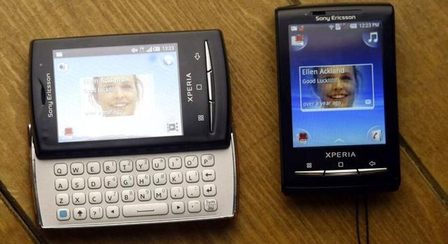 Sony Ericsson satser på, at den lille X10 Mini-model vinder mange danske lommer. Foto: Albert Gea, Reuters/Scanpix