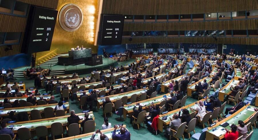 Rusland har fredag mistet sin plads i FN's Menneskerettighedsråd. Ved en afstemning i FN's Generalforsamling lykkedes det ikke for landet at få stemmer nok til at blive genvalgt til rådet, der holder til i Genève i Schweiz.