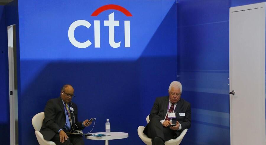 Den amerikanske investeringsbank Citigroup kom gennem fjerde kvartal på linje med forventningerne, hvor bundlinjen dog viste et stort underskud som følge af den nye skattereform i USA.