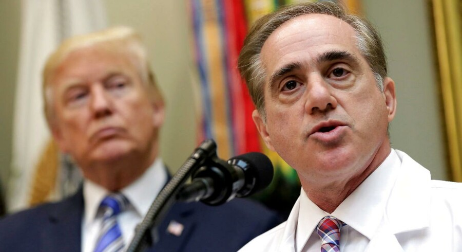 USA's præsident, Donald Trump, har fyret minister for sager angående krigsveteraner David Shulkin. REUTERS/Joshua Roberts/File Photo