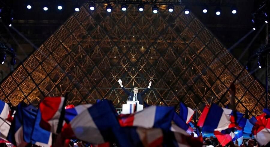 Emmanuel Macron har vundet det franske præsidentvalg, men der venter ham en stor opgave med at genskabe optimismen blandt franskmændene. Han ses han ved sin sejrstale foran Louvre søndag aften. REUTERS/Christian Hartmann TPX IMAGES OF THE DAY