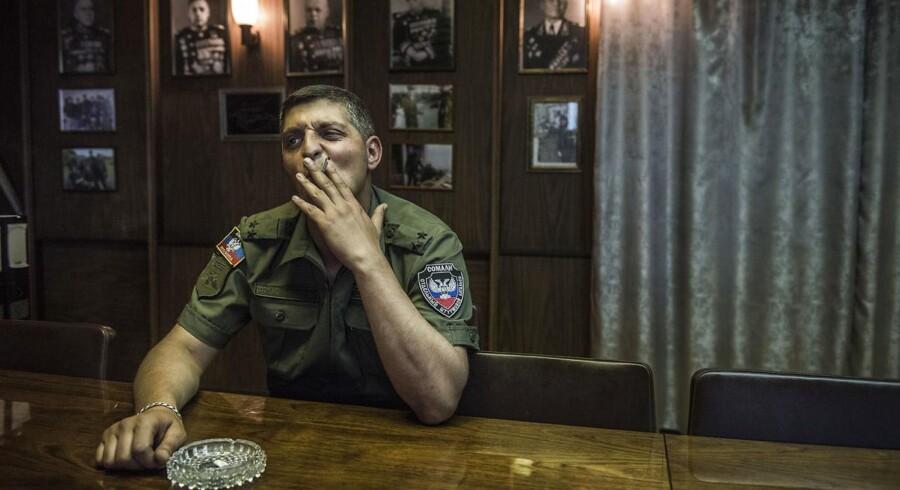 Den separatistiske oprørsleder Mikhail 'Givi' Tolstykh blev dræbt onsdag morgen i et attentat på en militærbase i det nordlige Donetsk.
