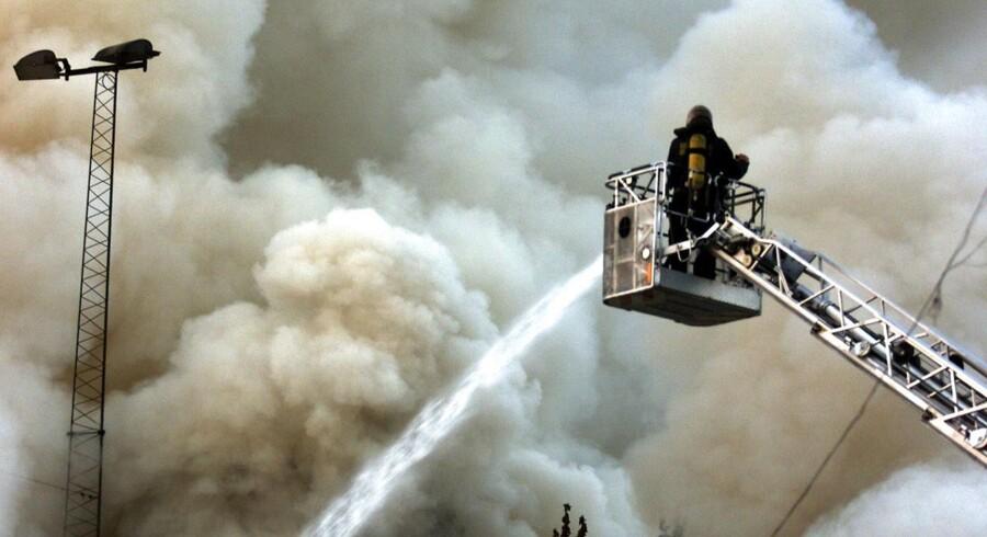 Storbrande med farlig røgudveksling er en af de ting, den svenske Räddningstjeneste vil advare folk om via SMS. Arkivfoto.