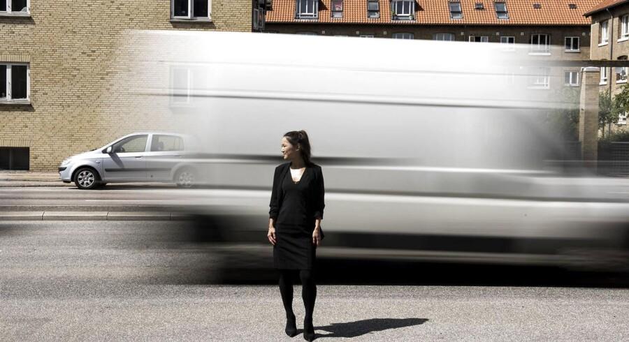 Borgmester for Beskæftigelses- og Integrationsforvaltningen i Københavns Kommune Anna Mee allerslev vil have luftrensere på de skoler, der ligger på de mest forurenede veje. Her står hun ved Ellebjerg Skole, som ligger på P. Knusens Gade, som er en af Sydhavns mest forurende gader.