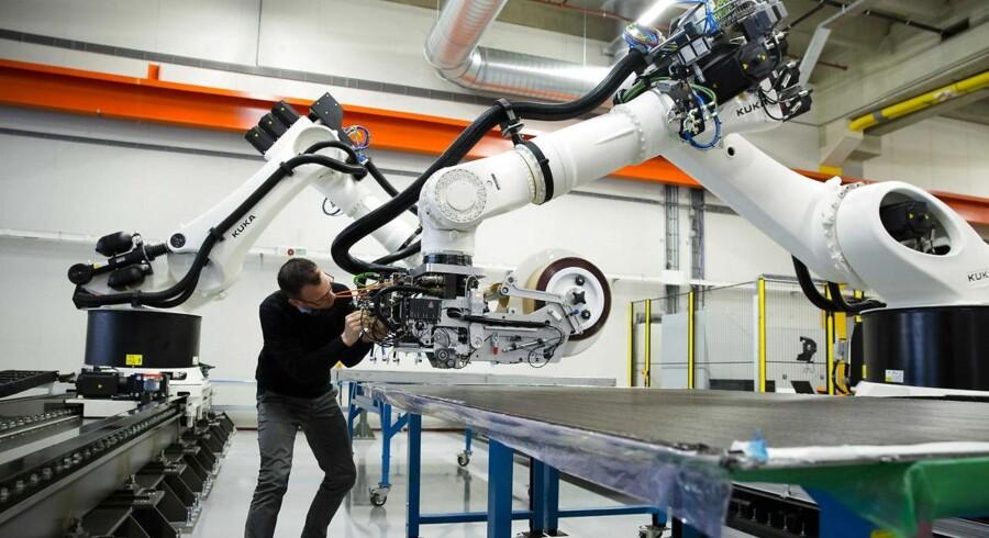 Velkommen til fremtiden. Robotter har allerede gjort deres indtog på mange arbejdspladser og de marcherer nu mod endnu flere jobs.