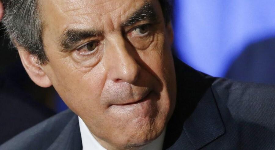 Fillon lægges under yderligere pres før præsidentvalget i Frankrig.