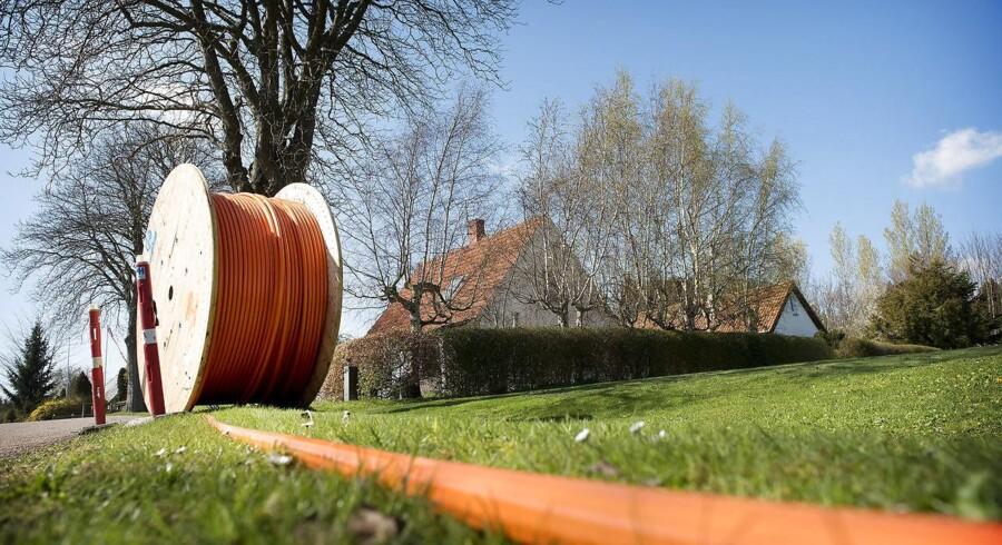 Det bliver fremover lettere at få gravet kabler ned til internetforbindelser og sætte master op til mobildækning i Region Sjælland. Arkivfoto: Nils Meilvang, Scanpix