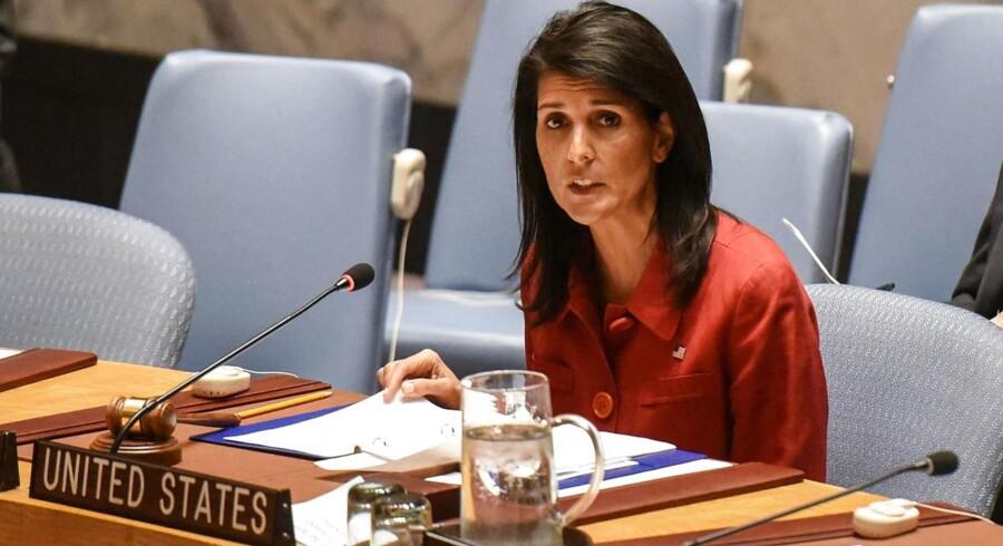 »Vi er klar til at gøre mere, men vi håber, det ikke bliver nødvendigt,« siger den amerikanske FN-udsending Nikki Haley på et møde i FN's Sikkerhedsråd. REUTERS/Stephanie Keith