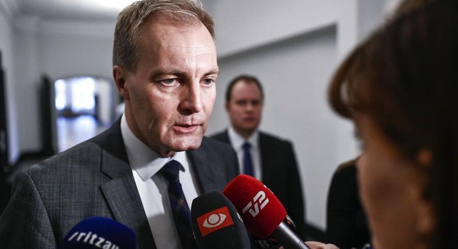 Der er rumænske celler, der ikke lever op til danske forhold. Det medgiver Peter Skaarup (DF), der som formand for Folketingets Retsudvalg er på udvalgsrejse til Rumænien for selv at få syn for sagen.