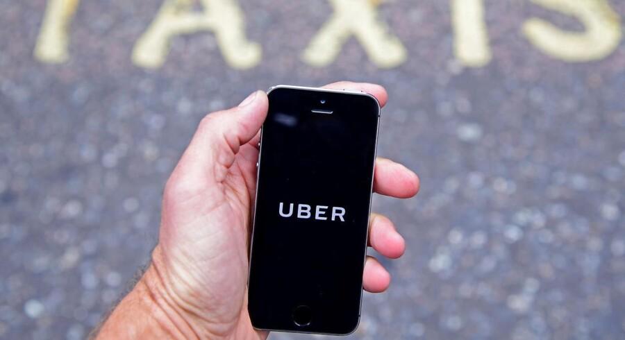 Kørselstjenesten Uber sættes på pause i Norge forud for indførelse af nye regler for bevillinger til taxaer.