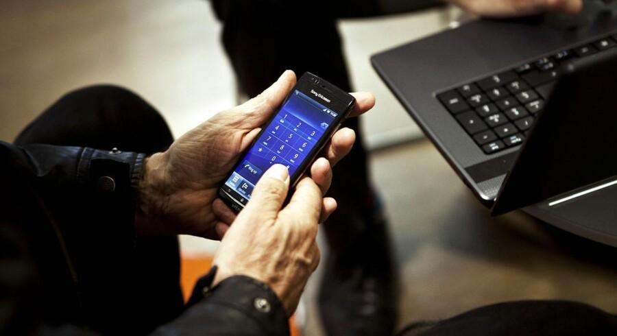 Mange steder i Danmark er det stadig et problem at få ordentlig mobil- og internetforbindelse. Nu bliver der sat i første omgang 150 millioner kroner af som statsstøtte, og andre 150 millioner kroner ligger klar, hvis det bliver en succes. Arkivfoto: Camilla Rønde, Scanpix