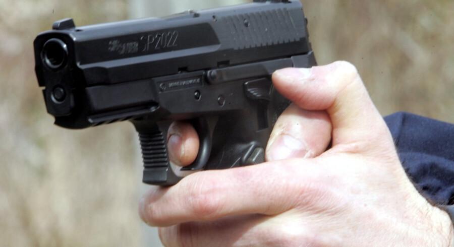 En ung mand er blevet ramt af skud i Gladsaxe, oplyser politiet.