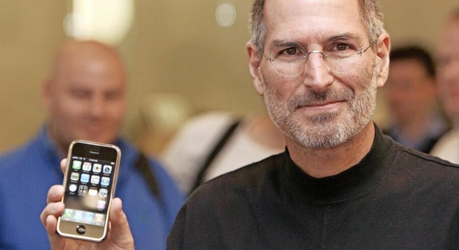 Apple-topchef Steve Jobs var en vigtig drivkraft bag udviklingen af iPhone, som han præsenterede for offentligheden i 2007. Da Steve Jobs døde efter sygdom i 2011, var han et ikon - ligesom iPhonen. Foto: Shaun Curry/AFP