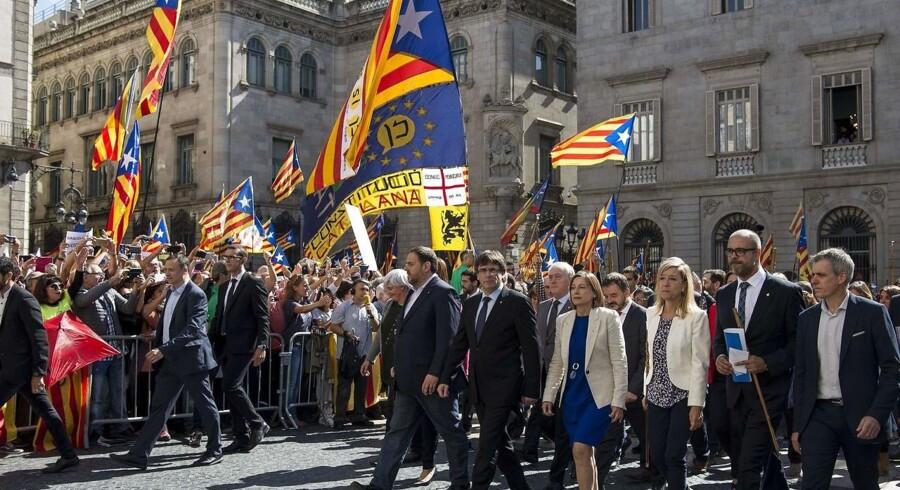 Efter at Rajoy på en pressekonference lørdag eftermiddag redegjorde for sine planer, er de færreste i tvivl om, at han har valgt sablen og ikke skalpellen i bestræbelserne på at forpurre det catalanske løsrivelsesforsøg.