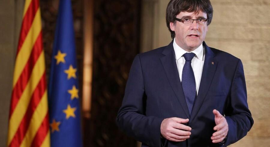 """Den catalanske leder, Carles Puigdemont, siger i en tale lørdag aften, at den spanske regerings tiltag mod Catalonien er de """"værste angreb"""" siden Francisco Francos diktatur."""