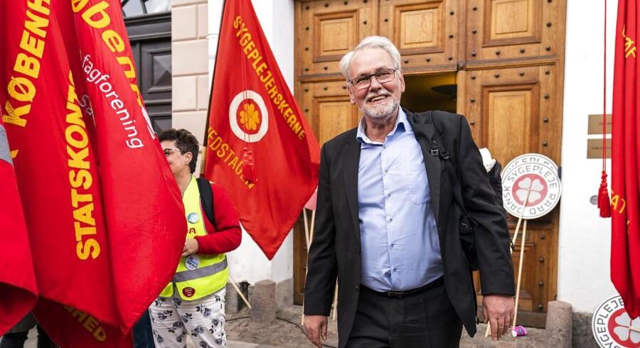 Dennis Kristensen forlader Forligsinstitutionen i København. Forhandlere på det statslige, kommunale, og regionale område mødes til forhandlinger i Forligsinstitutionen i København, fredag den 27. april 2018. (foto: Martin Sylvest/Scanpix Ritzau 2018)