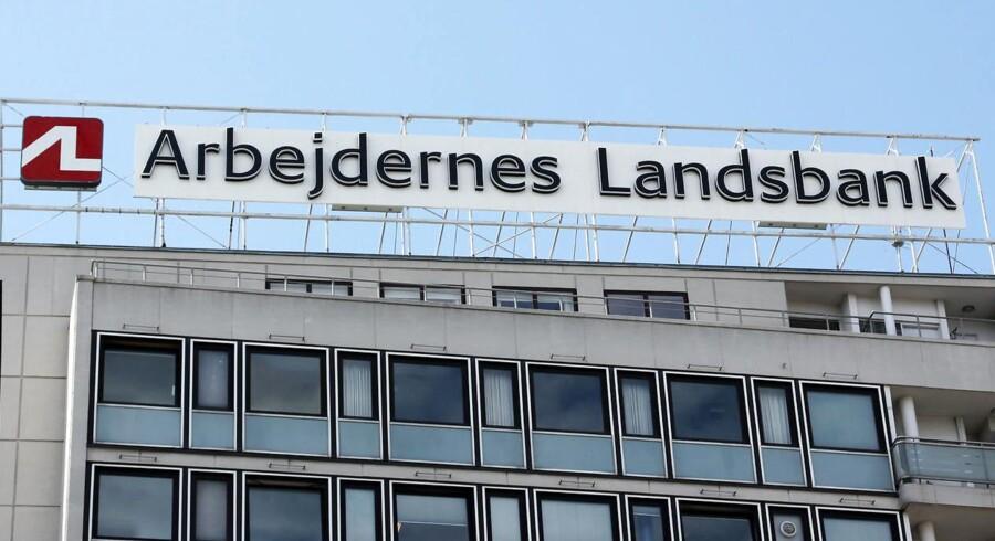 »Vi er meget tilfredse med resultatet, som er et stærkt comeback i forhold til halvåret, hvor et negativt beholdningsresultat trak det samlede regnskab i minus. Det svage resultat i første halvår er nu vendt til et meget tilfredsstillende resultat for hele 2016, hvilket vi godt kan tillade os at være stolte af,« siger Gert R. Jonassen, ordførende direktør i Arbejdernes Landsbank