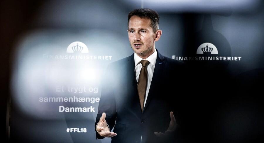 Finansminister Kristian Jensen (V) og gruppeformand Peter Skaarup (DF) har holdt møde om bilers registreringsafgift.