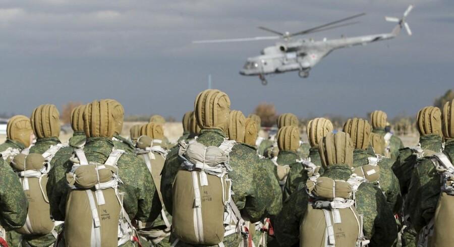 Russiske faldskærmssoldater under en øvelse i 2015 Foto: REUTERS/Eduard Korniyenko