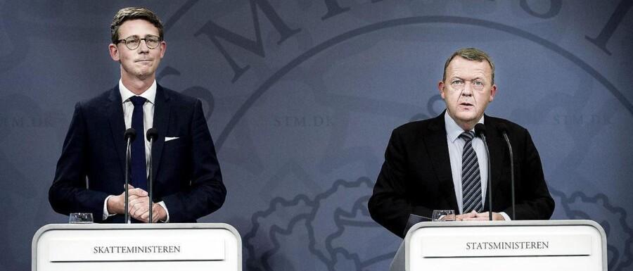 Her ses skatteminister Karsten Lauritzen sammen med statsminister Lars Løkke Rasmussen ved præsentationen af regeringens plan for et nyt skattevæsen før sommerferien. Nu tilføres skatteområdet ekstra tre milliarder kr.