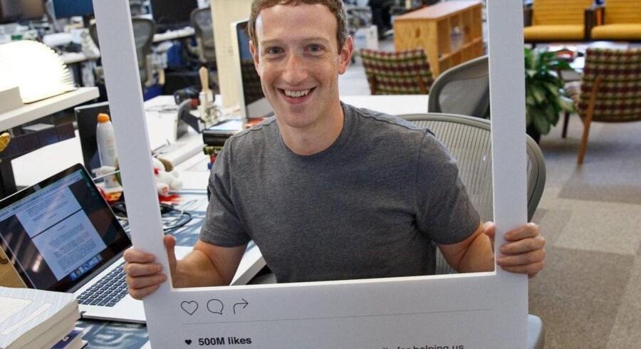 Facebook-milliardær Mark Zuckerbergs computer har kamera og mikrofoner tapet til, kan man se på hans foto, som egentlig handlede om noget helt andet. Foto: Mark Zuckerberg, Facebook