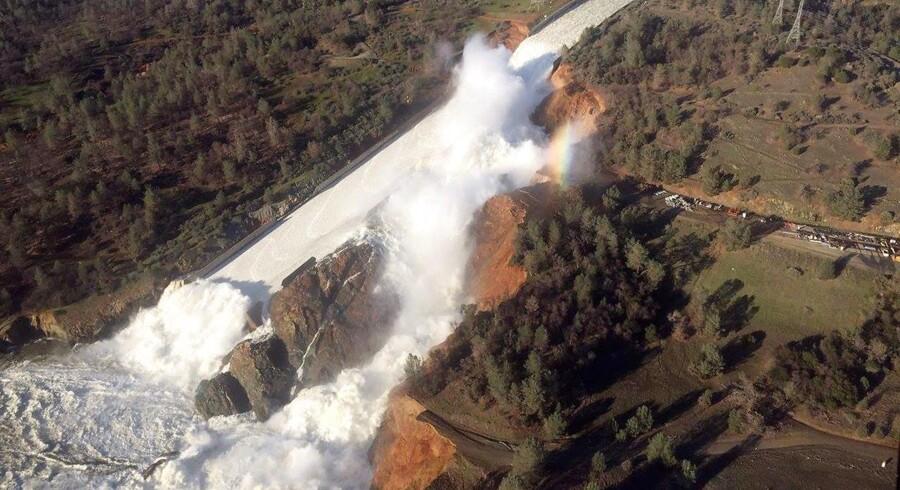 130.000 mennesker evakueres fra området omkring Oroville-dæmningen i Californien. Der er frygt for kollaps. Handout/Reuters