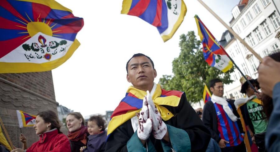 Demonstranter fra flere forskellige organisationer og grupperinger, herunder Støttekomiteen for Tibet, var på gaden under de kinesiske statsbesøg i både 2012 og 2013. (Arkivfoto: Dennis Lehmann/Scanpix 2016)