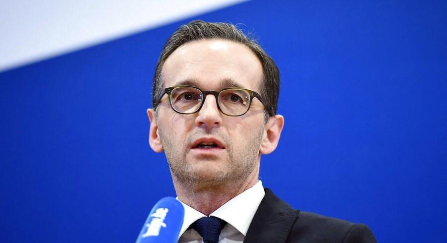 Som tysk justitsminister er socialdemokraten Heiko Maas klar med nyt lovforslag, der skal tvinge sociale medier som Facebook og Twitter til at luge ud i hadefulde kommentarer. Kritikere frygter for ytringsfriheden.